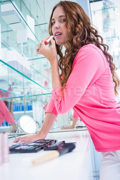 Pretty woman ruj farmacie cumpărături femeie roz Imagine de stoc © wavebreak_media