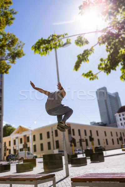 Férfi város napos idő fal sport ugrás Stock fotó © wavebreak_media