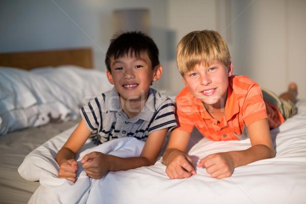Portret glimlachend broer bed slaapkamer kind Stockfoto © wavebreak_media