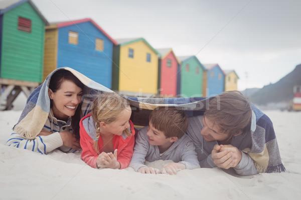 Boldog család homok tengerpart család lány szeretet Stock fotó © wavebreak_media