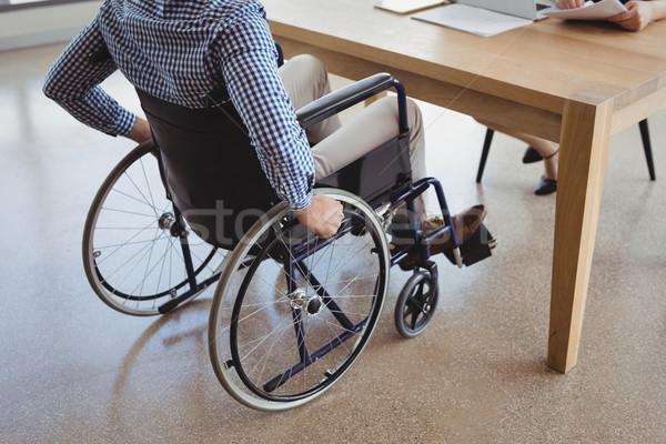 Upośledzony wykonawczej posiedzenia wózek biurko biuro Zdjęcia stock © wavebreak_media