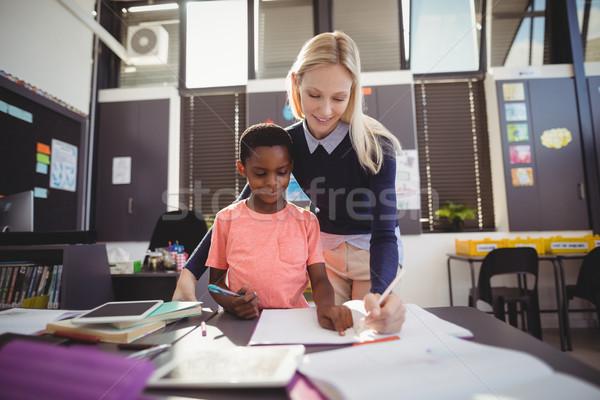 Insegnante aiutare studentessa compiti per casa classe scuola Foto d'archivio © wavebreak_media