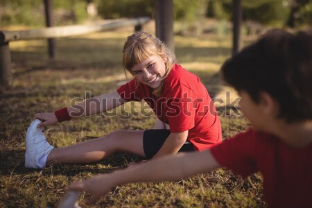 Feliz amigos realizar ejercicio Foto stock © wavebreak_media