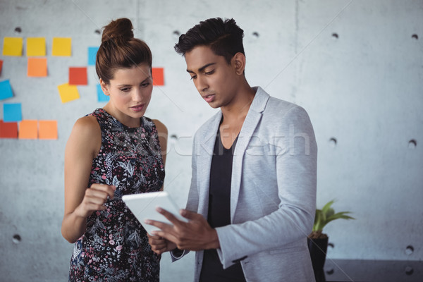 Fiatal üzlet kollégák megbeszél digitális tabletta Stock fotó © wavebreak_media