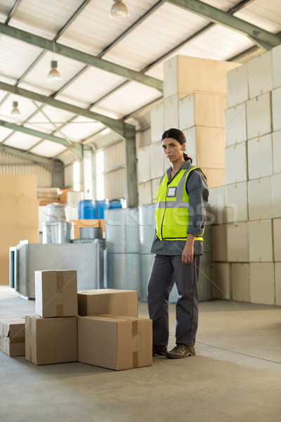 Portret vrouwelijke werknemer permanente dozen fabriek Stockfoto © wavebreak_media