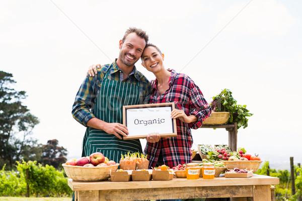 Portré pár iskolatábla elad zöldségek mosolyog Stock fotó © wavebreak_media