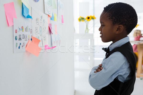 бизнесмен глядя клей отмечает Сток-фото © wavebreak_media