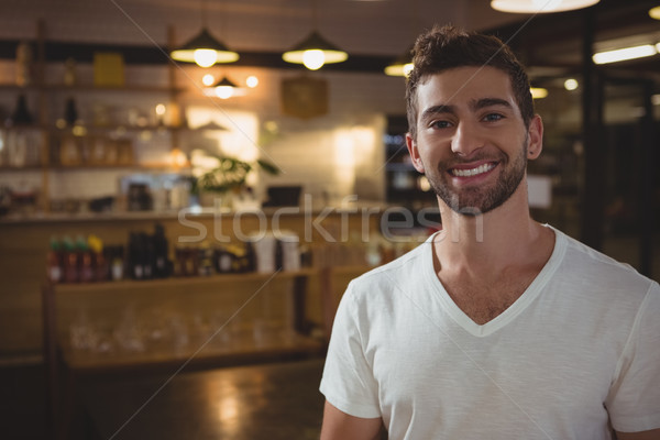 Portre gülen garson kafe genç ayakta Stok fotoğraf © wavebreak_media