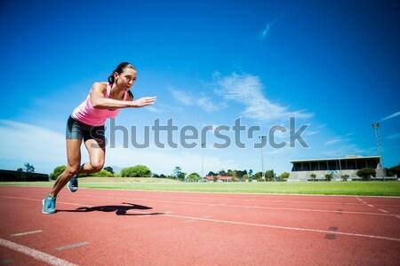 Nő jogging versenypálya fiatal nő fitnessz fut Stock fotó © wavebreak_media