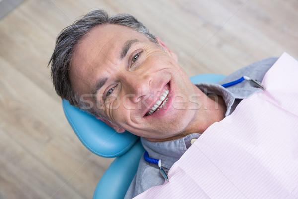 Retrato sonriendo hombre sesión silla dentista Foto stock © wavebreak_media
