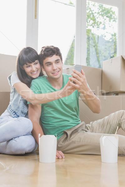 Fiatal pér mobiltelefon új ház ház boldog pár Stock fotó © wavebreak_media