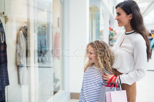счастливым матери дочь окна Постоянный Сток-фото © wavebreak_media