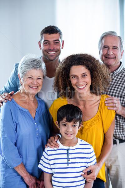 Retrato família feliz em pé juntos casa mulher Foto stock © wavebreak_media