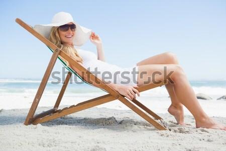 Vrouw ontspannen fauteuil strand zee Stockfoto © wavebreak_media