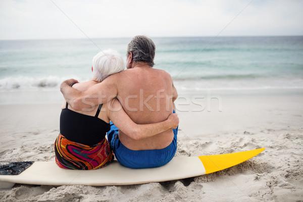 Pareja de ancianos sesión tabla de surf playa Foto stock © wavebreak_media