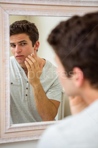 Uomo faccia giovane bagno Foto d'archivio © wavebreak_media