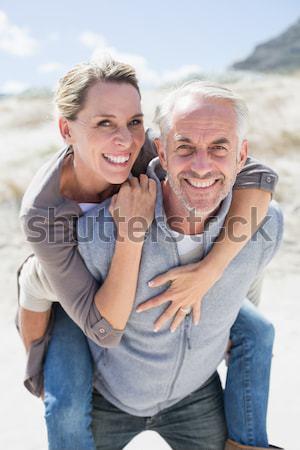 Mosolyog férfi hordoz nő háton portré Stock fotó © wavebreak_media