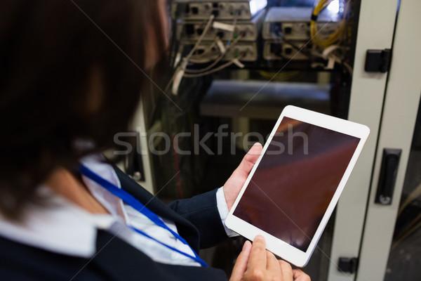 Technikus digitális tabletta szerver szoba nő Stock fotó © wavebreak_media