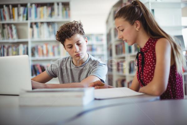 Zdjęcia stock: Praca · domowa · biblioteki · szkoły · dziewczyna · książki