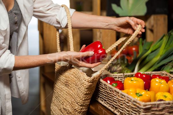 Mulher compra orgânico seção supermercado Foto stock © wavebreak_media