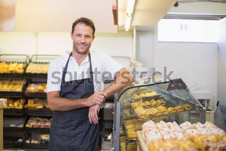 Sprzedawca piśmie schowek Licznik spożywczy sklep Zdjęcia stock © wavebreak_media