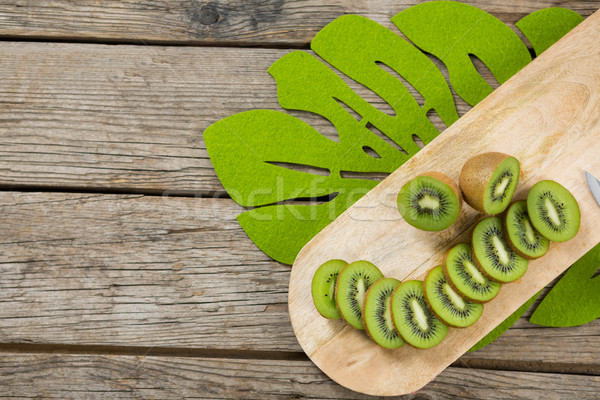 Rebanadas mitad kiwi tabla de cortar madera Foto stock © wavebreak_media