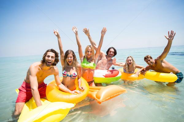 Derűs barátok élvezi felfújható gyűrűk medence Stock fotó © wavebreak_media