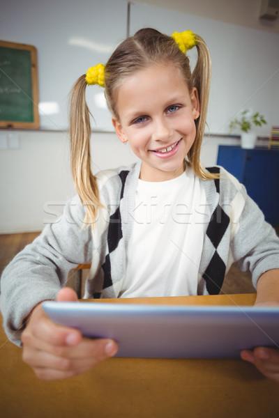 Souriant comprimé bureau classe fille école Photo stock © wavebreak_media
