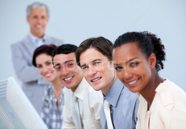 Tolakodó üzleti partnerek idős menedzser munka nő Stock fotó © wavebreak_media