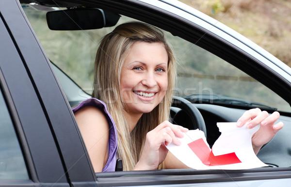 Vrolijk jonge vrouwelijke bestuurder omhoog teken Stockfoto © wavebreak_media