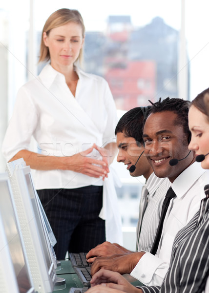 Stockfoto: Ernstig · vrouwelijke · leider · team · call · center · business