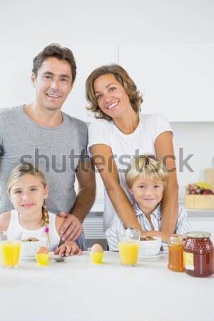 Retrato família café da manhã juntos cozinha casa Foto stock © wavebreak_media