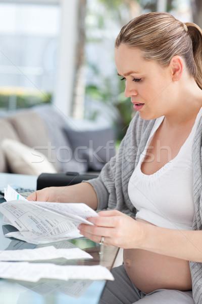 Anxieux femme enceinte domestique maison femme Photo stock © wavebreak_media