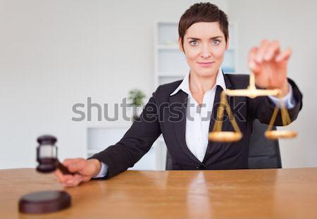 Portret secretaris tonen sleutels kantoor huis Stockfoto © wavebreak_media