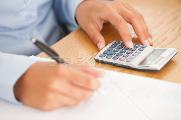 Nőies kezek toll számológép iroda üzlet Stock fotó © wavebreak_media