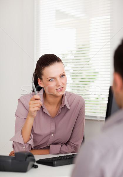 Mujer de negocios hablar alguien oficina trabajo belleza Foto stock © wavebreak_media