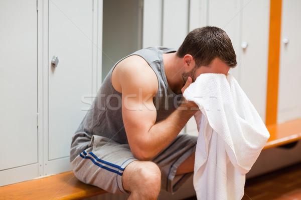 Sport étudiant tête serviette bâtiment homme Photo stock © wavebreak_media