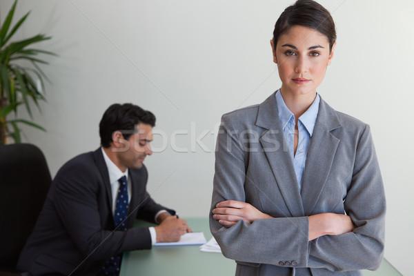 Professionnels femme d'affaires posant collègue travail bureau Photo stock © wavebreak_media