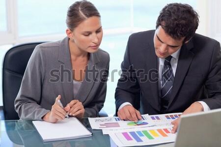 Business-Team Markt Forschung Ergebnisse zusammen Business Stock foto © wavebreak_media