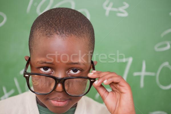 Iskolás fiú néz szemüveg iskolatábla oktatás tanulás Stock fotó © wavebreak_media