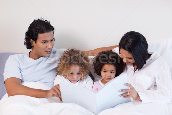 Fiatal szülők olvas könyv gyerekek szeretet Stock fotó © wavebreak_media