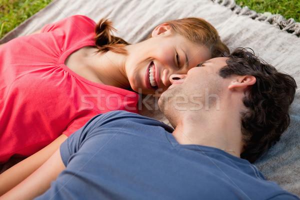 Mulher sorrindo amigo cinza colcha amor Foto stock © wavebreak_media