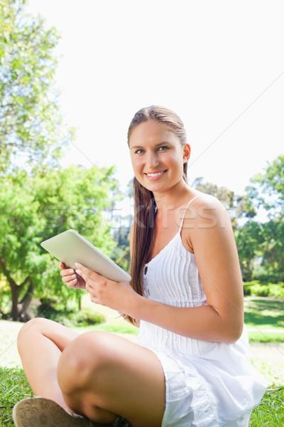 Yandan görünüş gülen genç kadın oturma çim Stok fotoğraf © wavebreak_media