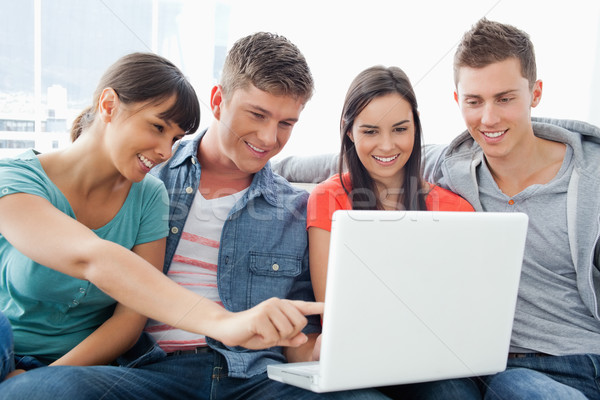 Csoport barátok mosolyog óra képernyő laptop Stock fotó © wavebreak_media
