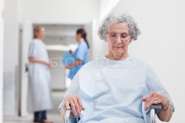 Starszych pacjenta posiedzenia wózek szpitala kobieta Zdjęcia stock © wavebreak_media
