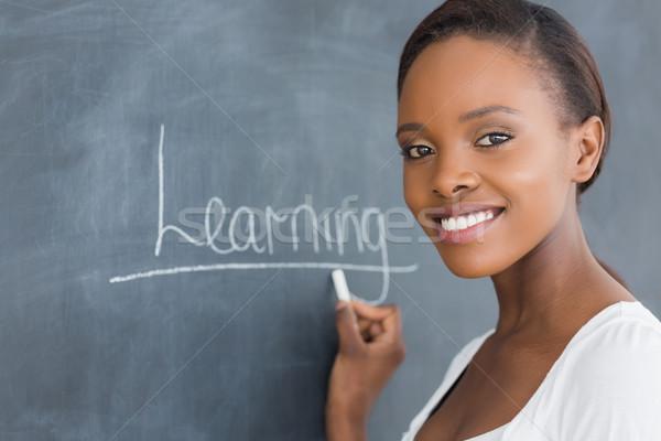 Mulher negra sorridente olhando câmera sala de aula escolas Foto stock © wavebreak_media