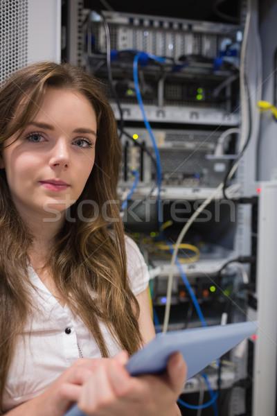 Nő táblagép áll szerverek adatközpont munka Stock fotó © wavebreak_media