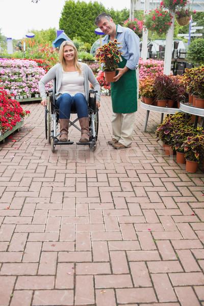 Stock foto: Garten · Zentrum · Mitarbeiter · halten · Anlage · Frau