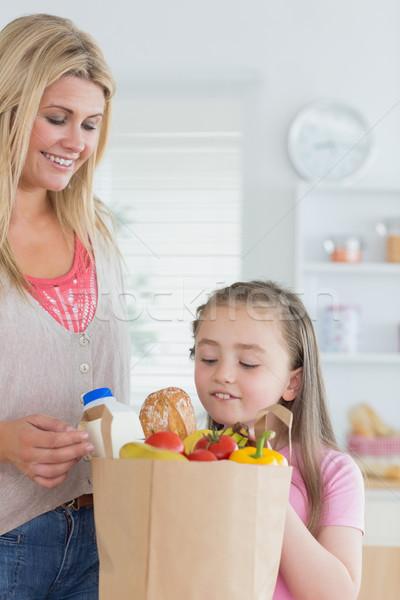 子 見える 食料品 袋 母親 キッチン ストックフォト © wavebreak_media