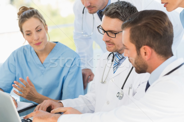 Grupy zagęszczony lekarzy za pomocą laptopa wraz medycznych Zdjęcia stock © wavebreak_media